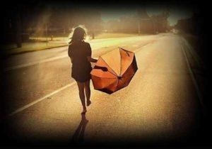 Hình ảnh một mình bước đi – Ảnh buồn đi 1 mình lẻ loi