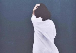 Hình ảnh cô gái buồn quay lưng, thất tình, tâm trạng cô đơn